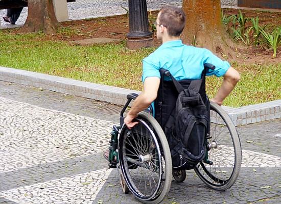 Resultado de imagem para cadeirante